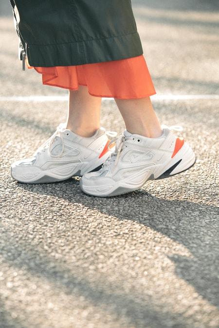ダッドスニーカーはひざ下スカートで女らしく【5日間コーディネート】スライダー1_4