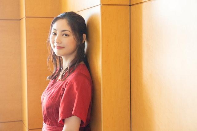 女優・常盤貴子さん47歳の人生の転機「古着もTシャツも似合わなくなったとき」 | インタビュー 人生、おしゃれ、そしてこれから | mi-mollet(ミモレ) | 明日の私へ、小さな一歩!(1/2)