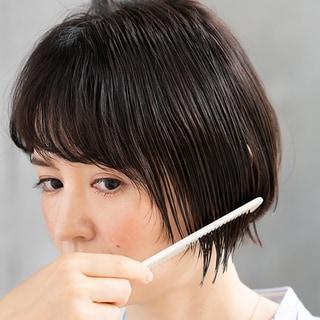 ゴワつき、広がり、パサつき、うねりを解決。40代の髪にツヤが蘇る簡単な方法とは?