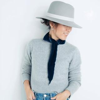 普通の服は「巻き物」で、ドラマティックになる4<ニット×スカーフ>【動画】