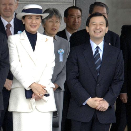 皇后・雅子さまと英国・キャサリン妃の着こなしの違いとは?「格式あるネイビーのロイヤルファッション」