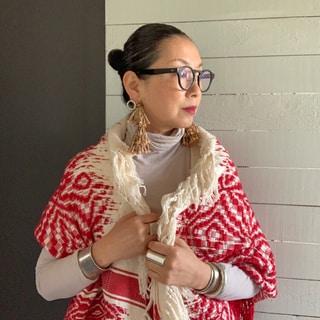 50代ファッション学。春先に活躍する愛用中のストール