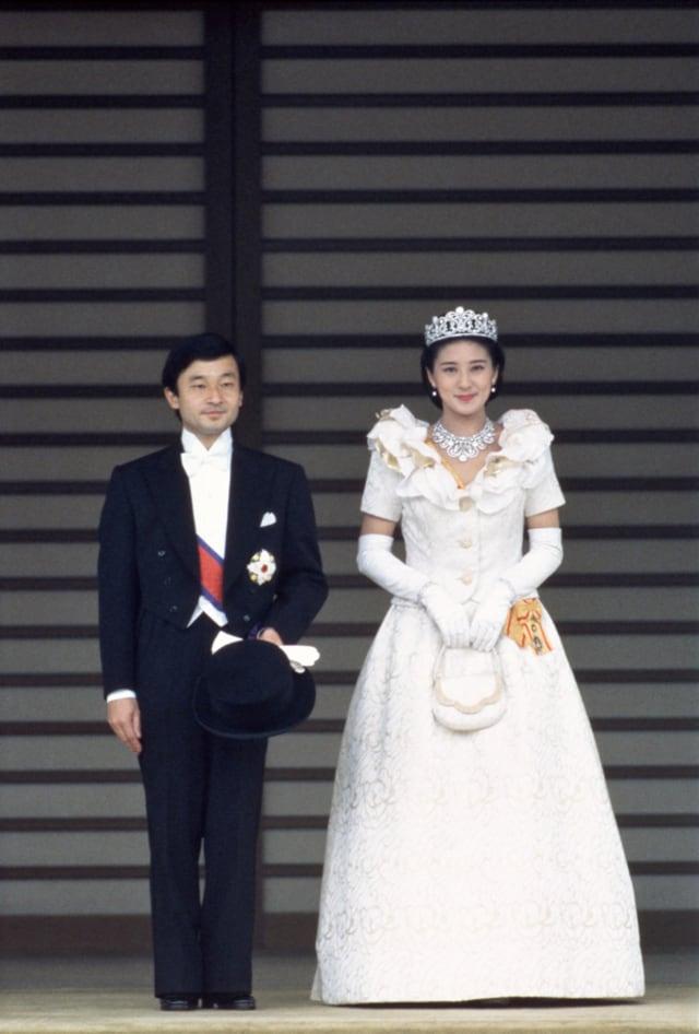 森英恵デザインのローブ・デコルテ、26年前のご成婚の「祝賀パレード ...