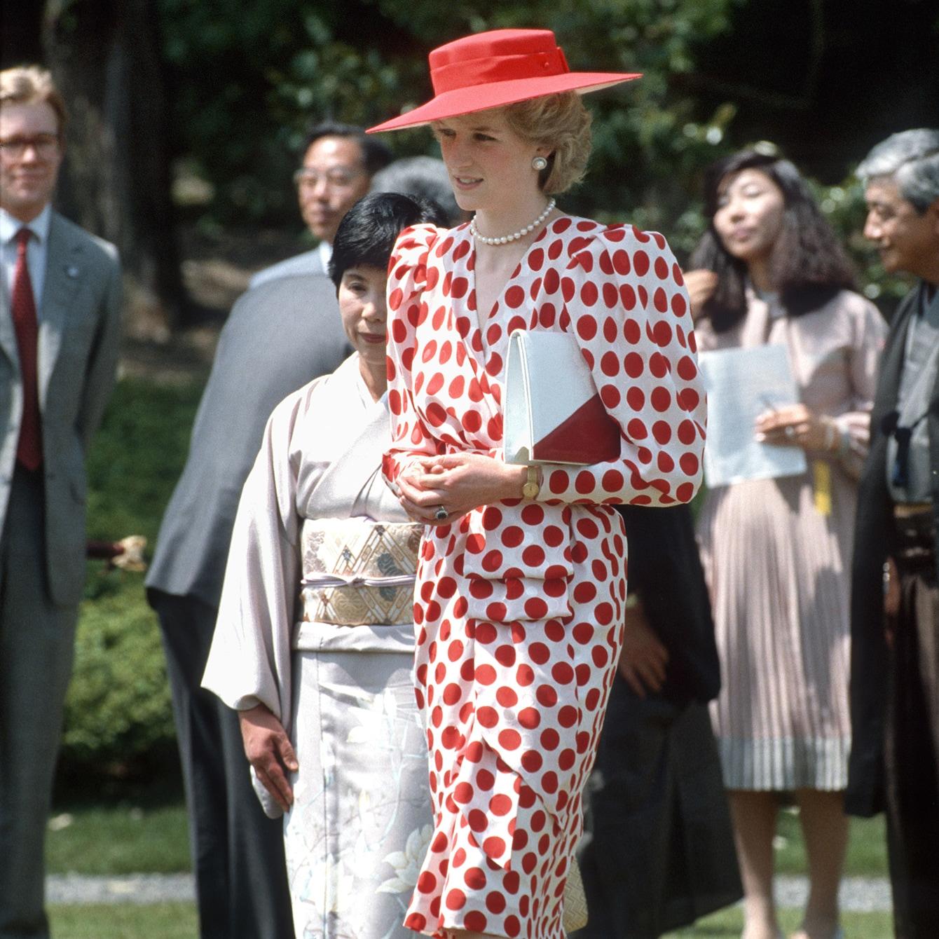 ダイアナ元妃の日の丸ドレス「英国王室の外交はファッションから」