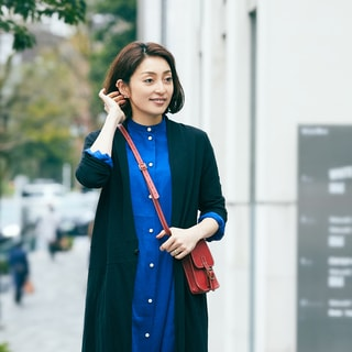 【女優の私服】色とデザインにひと目惚れしたワンピースはパンツと重ねて今っぽく