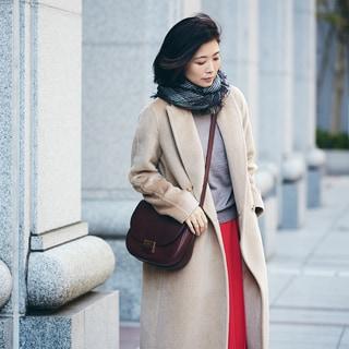 【スナップ】ボトムで赤を取り入れて、冬の着こなしをフレッシュに
