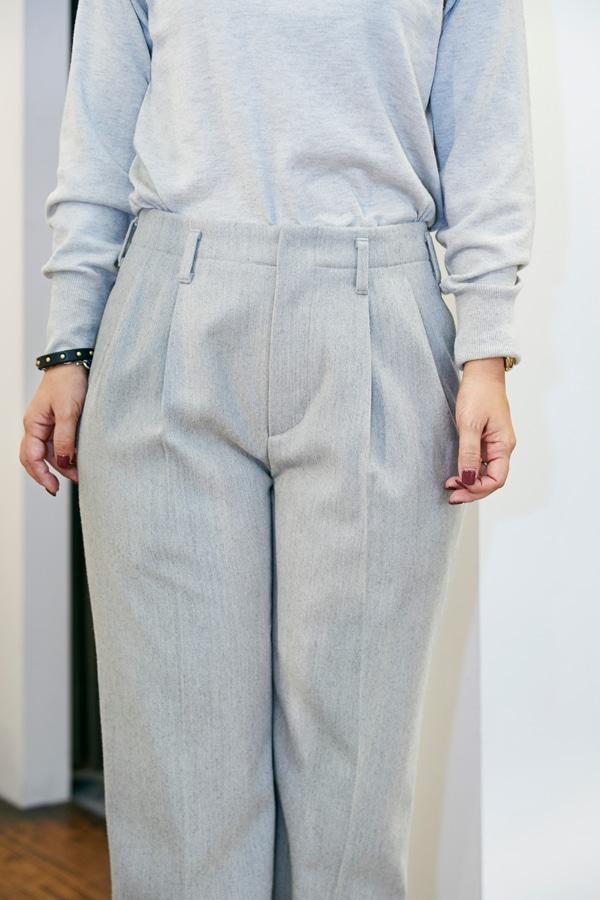 158㎝、42歳。普通の婦人がスタイルアップして見えるパンツって?〜①ウールパンツ編〜スライダー1_2