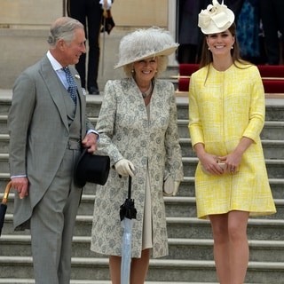 王室恒例ガーデンパーティーでのキャサリン妃流着回しファッション