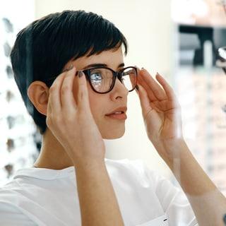 【40代からのメガネ選び】顔型より大事なチェックポイントをプロが伝授