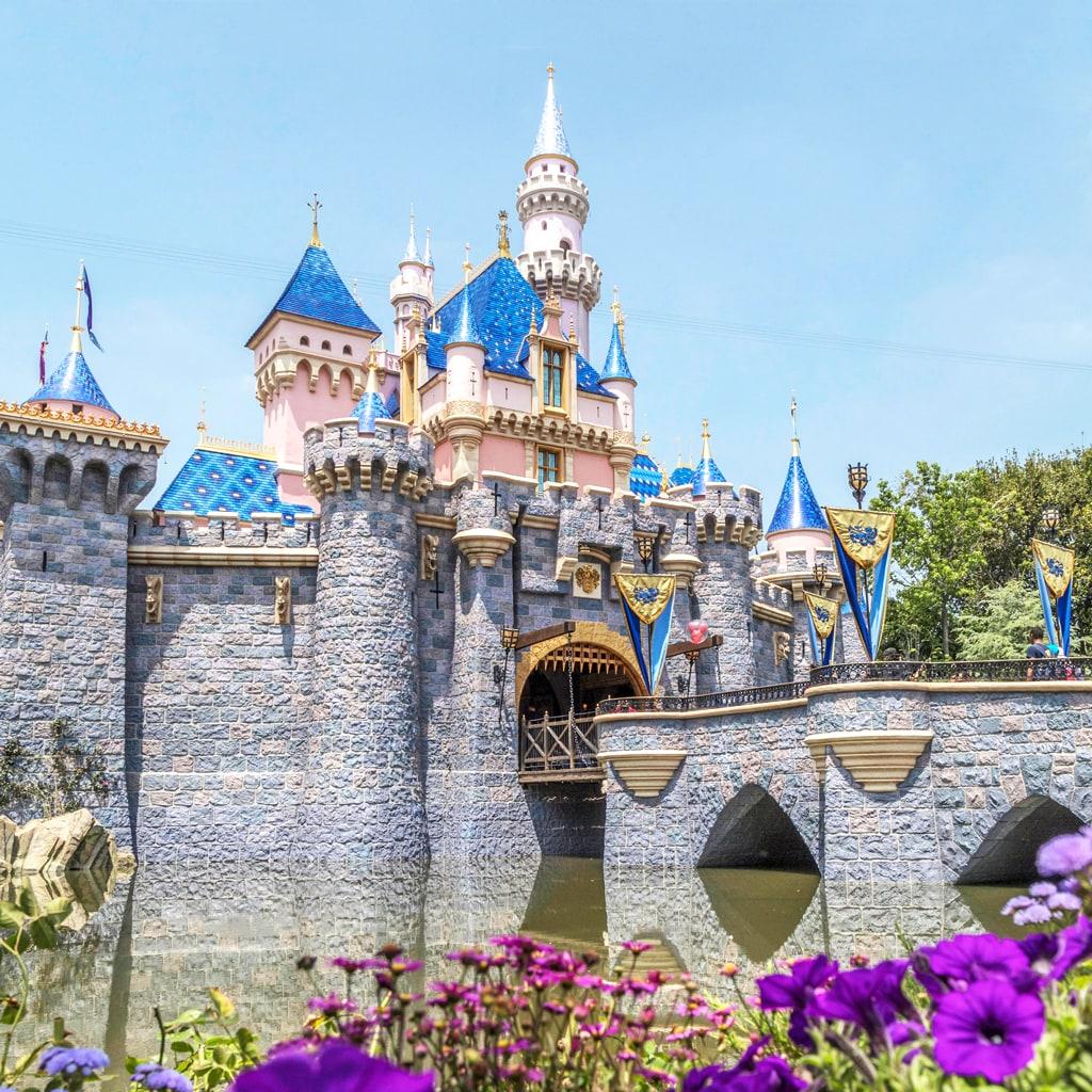 【大人ディズニー】一度は行きたい!憧れの海外ディズニーの魅力とは?
