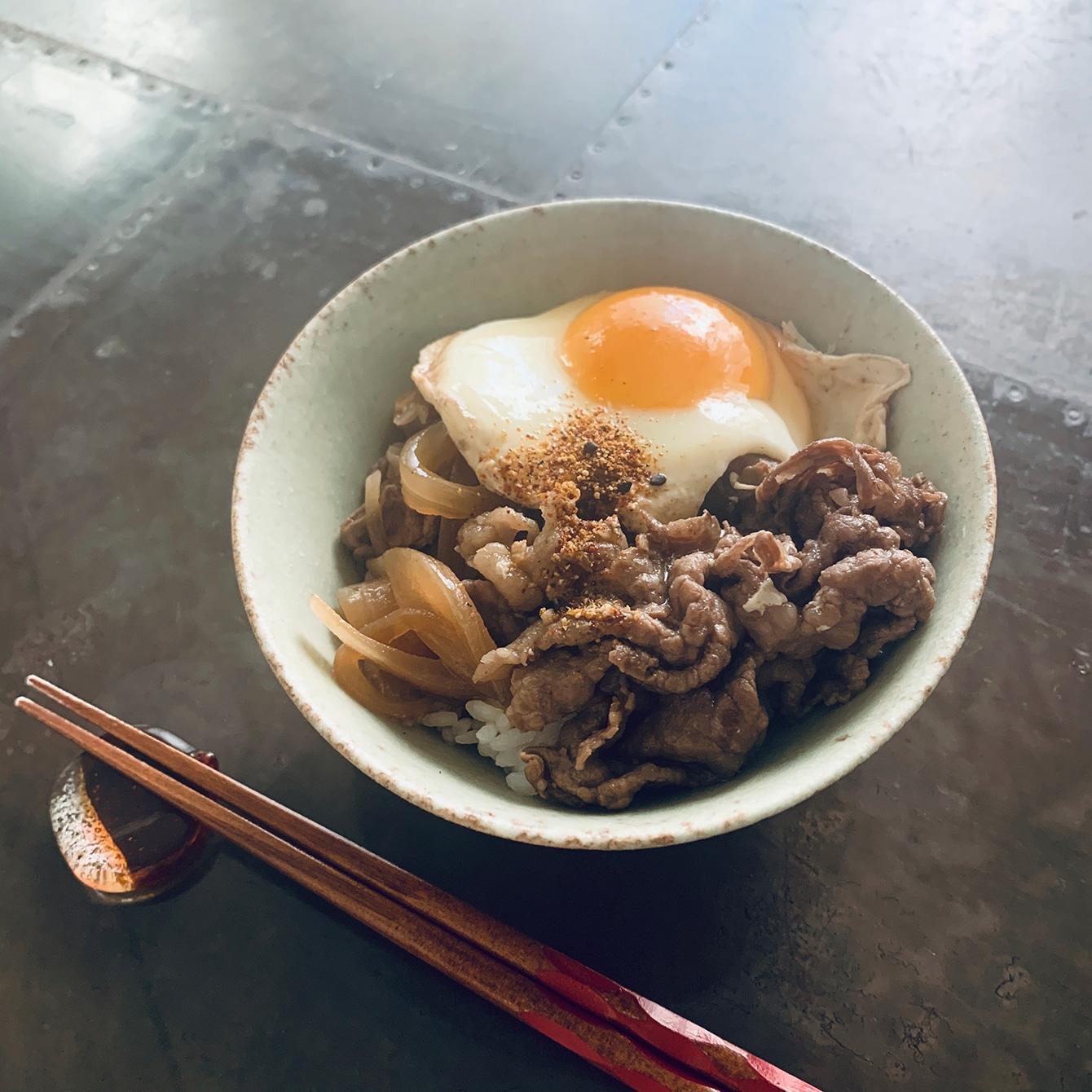 牛丼、卵とじうどん。これが私の「パワーブレックファスト」