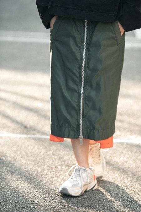 ダッドスニーカーはひざ下スカートで女らしく【5日間コーディネート】スライダー1_2