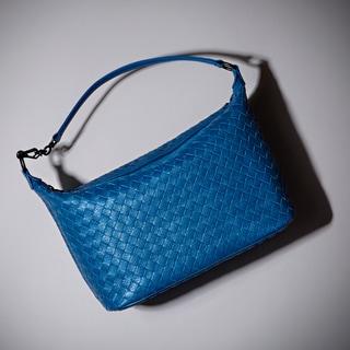 秋を先取りできるボッテガ・ヴェネタの日本限定バッグを手に入れよ!
