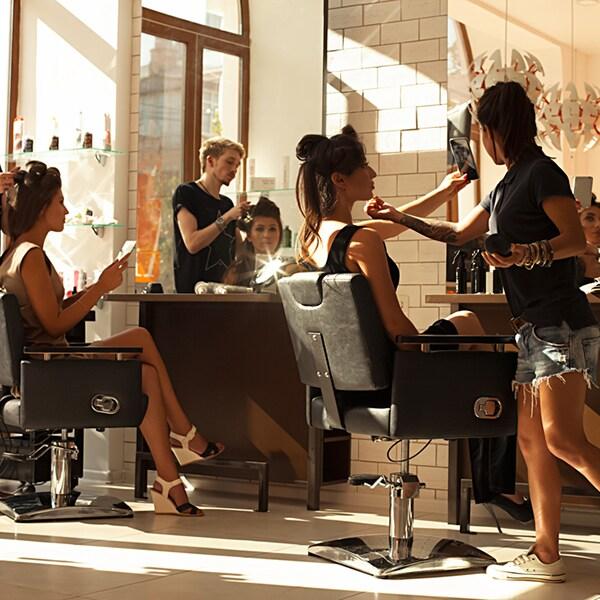 """美容業界で話題!「ヘアサロンのサブスク」で""""白髪染め""""も""""頭皮ケア""""も気軽に"""