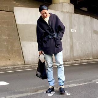 『お久しぶりね』のコートにベルトを巻いて  by大森葉子