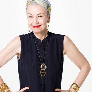 年齢不詳と話題の70代マダム「年齢を刻んだ肌にボリュームアクセを」