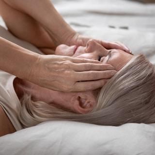 めまいや痺れは閉経のせい?突然の不調に悩む50代女性に、婦人科医からのアドバイス