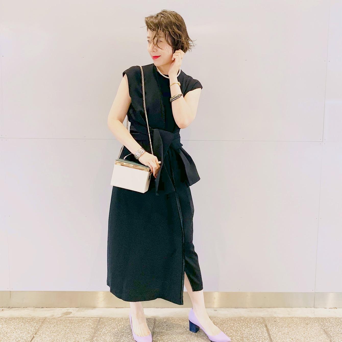 頼れる黒のマキシドレスで、お呼ばれ服を更新!