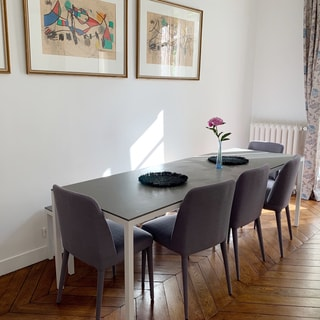 夫婦2人暮らし好きなものだけ。パリのアパートメントのインテリア