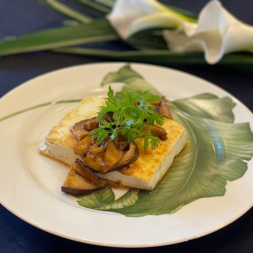 【美味しいヴィーガンレシピ】豆腐ステーキ、照り焼きマッシュルームソース