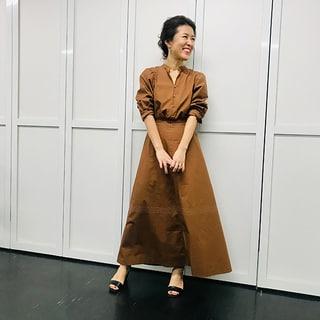 【大草直子コーデ】ベーシック色のワンピースが大活躍!スタイル19