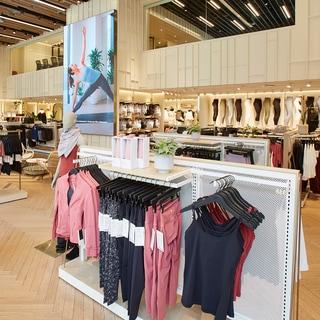 「ルルレモン」アジア最大級の旗艦店舗が六本木にオープン!