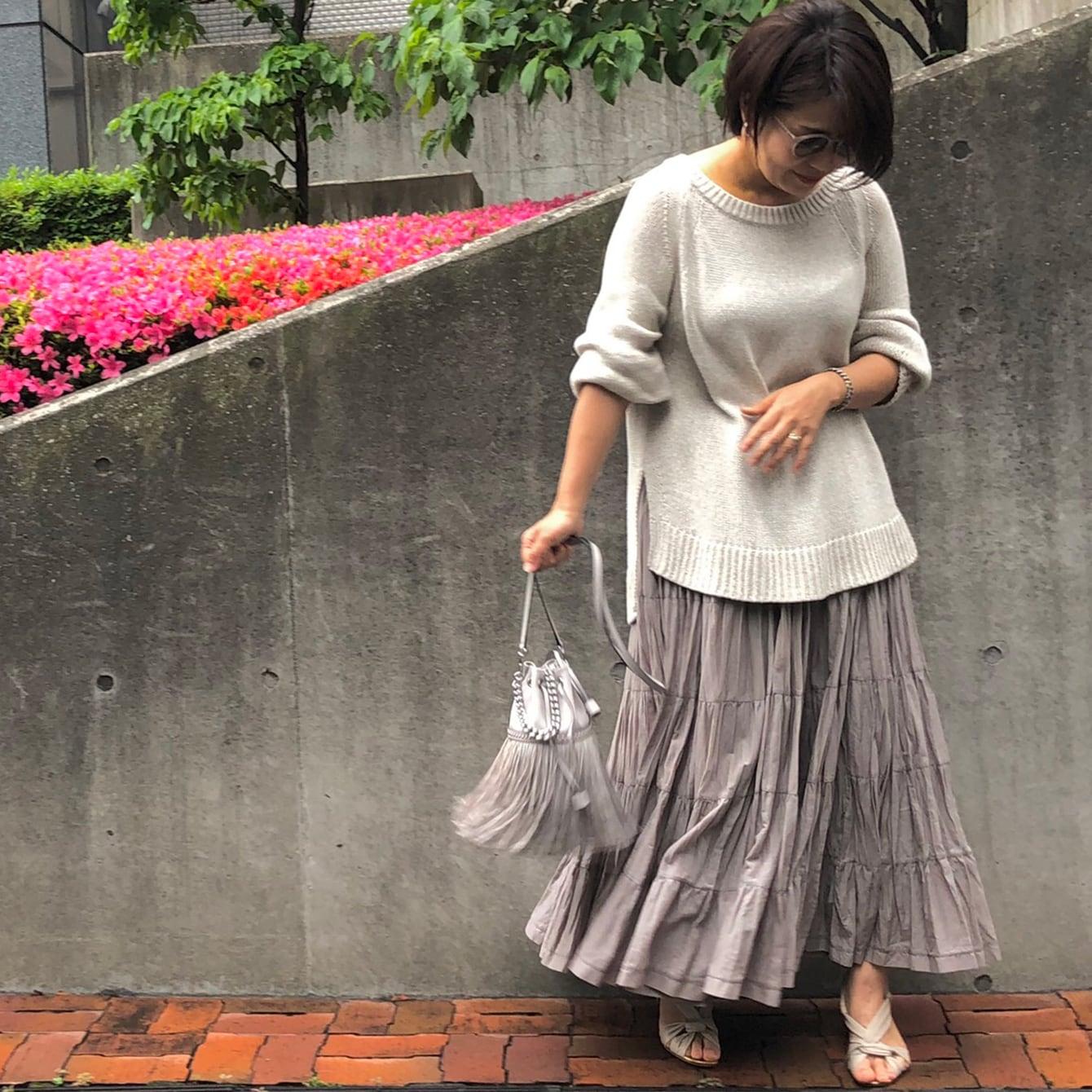 【スタイリスト厳選】マキシスカートの子供っぽくない色選びと着こなしは?