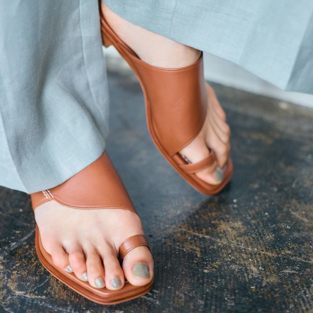 【靴トレンド】この夏最初に買うのが正解!「サムループサンダル」の魅力