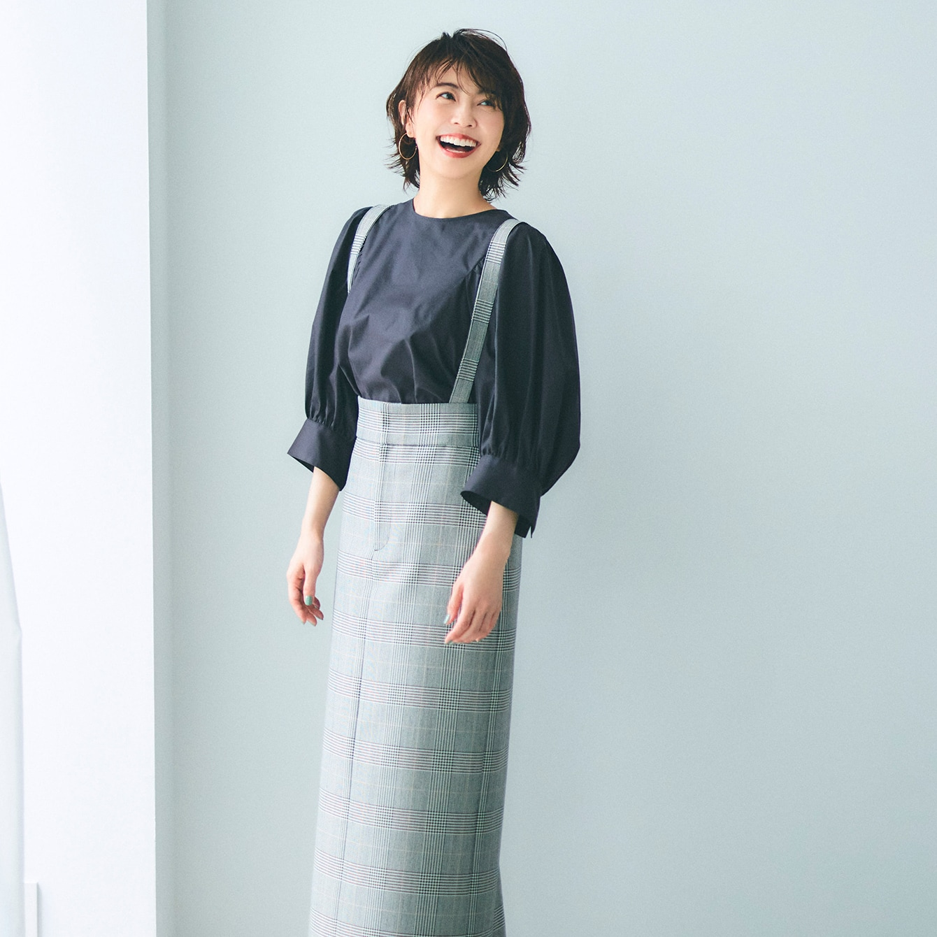 子どもっぽいと避けてきたチェック柄スカートに挑戦【小林麻耶さん】