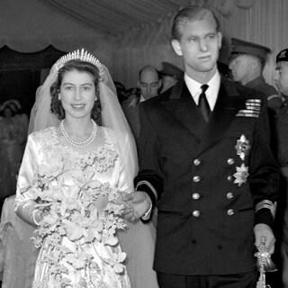 エリザベス女王ご結婚73周年「仲睦まじい夫婦コーディネート」