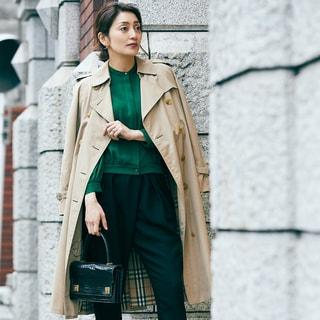 【女優の私服】好きは永遠。20年来愛用のトレンチコートはバーバリーのヴィンテージ