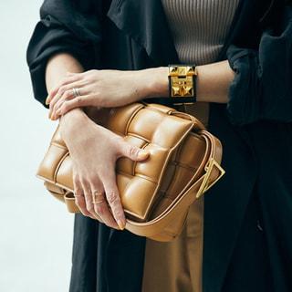 【40代コーデ】ボッテガ・ヴェネタのバッグがおしゃれな人の共通点