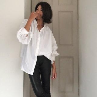 この秋更新した白シャツは注目の「#Newans」の一枚