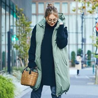 【スナップ】ダウンベストでスタイルアップしながらあったか。冬のかごバッグが抜け感のカギ